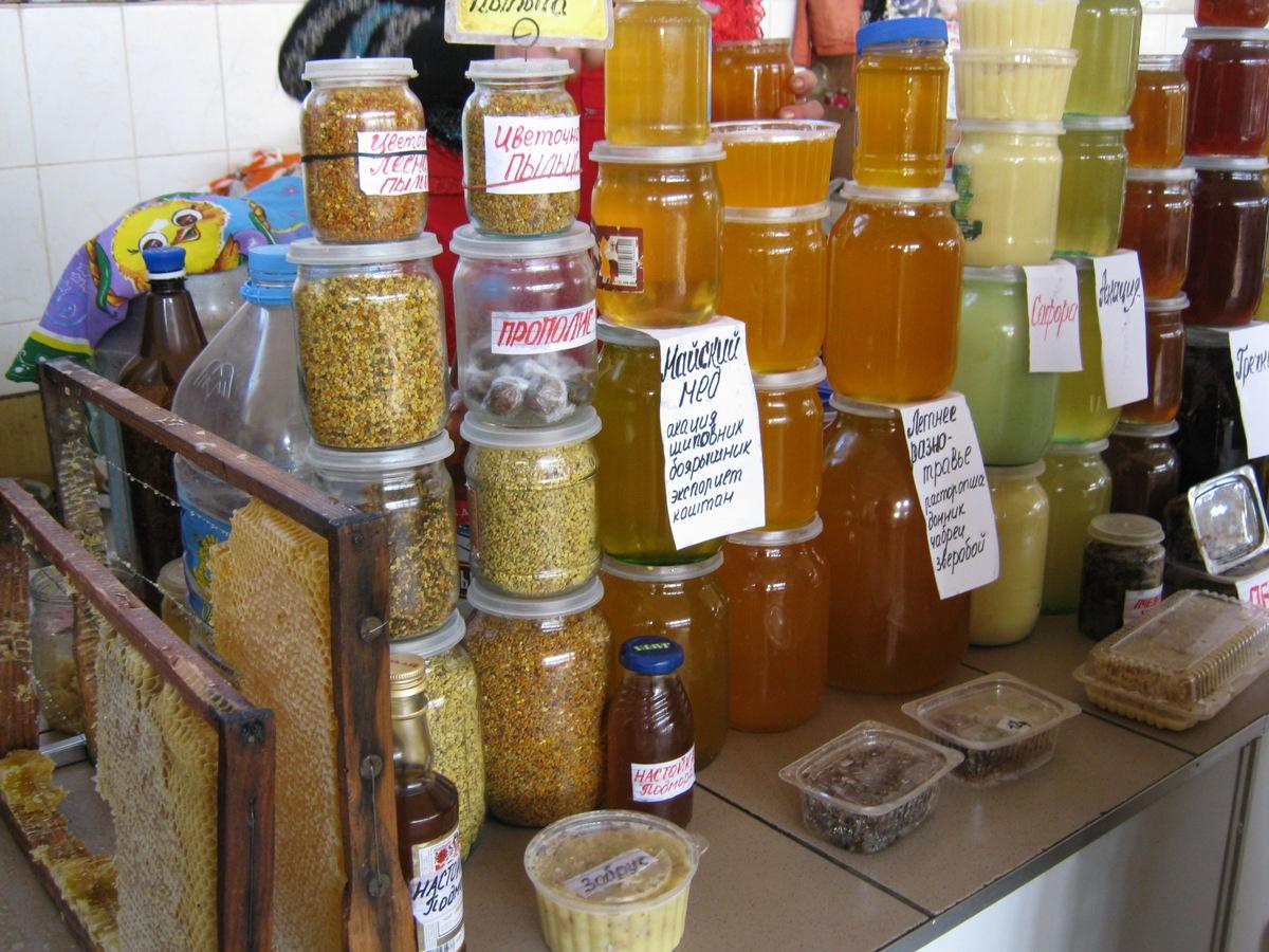Полезная и вкусная еда, мед, продукты пчеловодства.