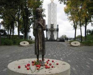 Поминальная трапеза, мемориал жертвам голодомора в Киеве.