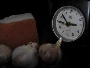 О вреде еды перед сном, до скольки можно есть сало, как на нас влияет еда перед сном.