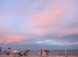 Ехать ли в Одессу на море, одесский пляж на закате.