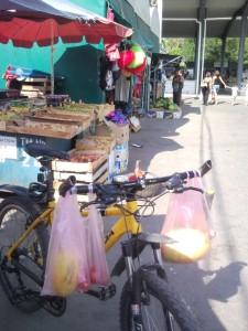 Небольшой рынок в Симферополе.