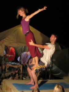 Акро йога на сказочном городе в Крыму 2012.