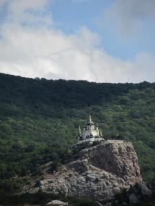 Церковь Воскресения Христова на горе в Крыму.