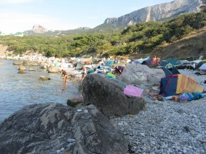 жители дикого пляжа Форос.