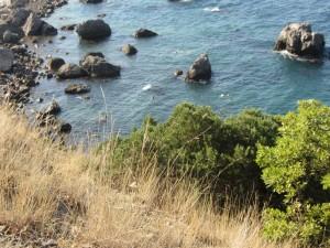 Каменистый пляж мыс Сарыч.