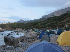 Красивое дикое море и высокие горы на Форосе.