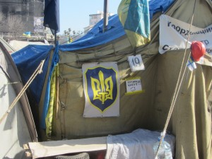 "палатка с надписью ""Путин капут"""