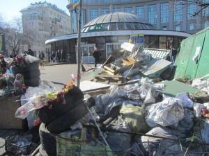 Метро в Киеве заваленное мусором в центре города