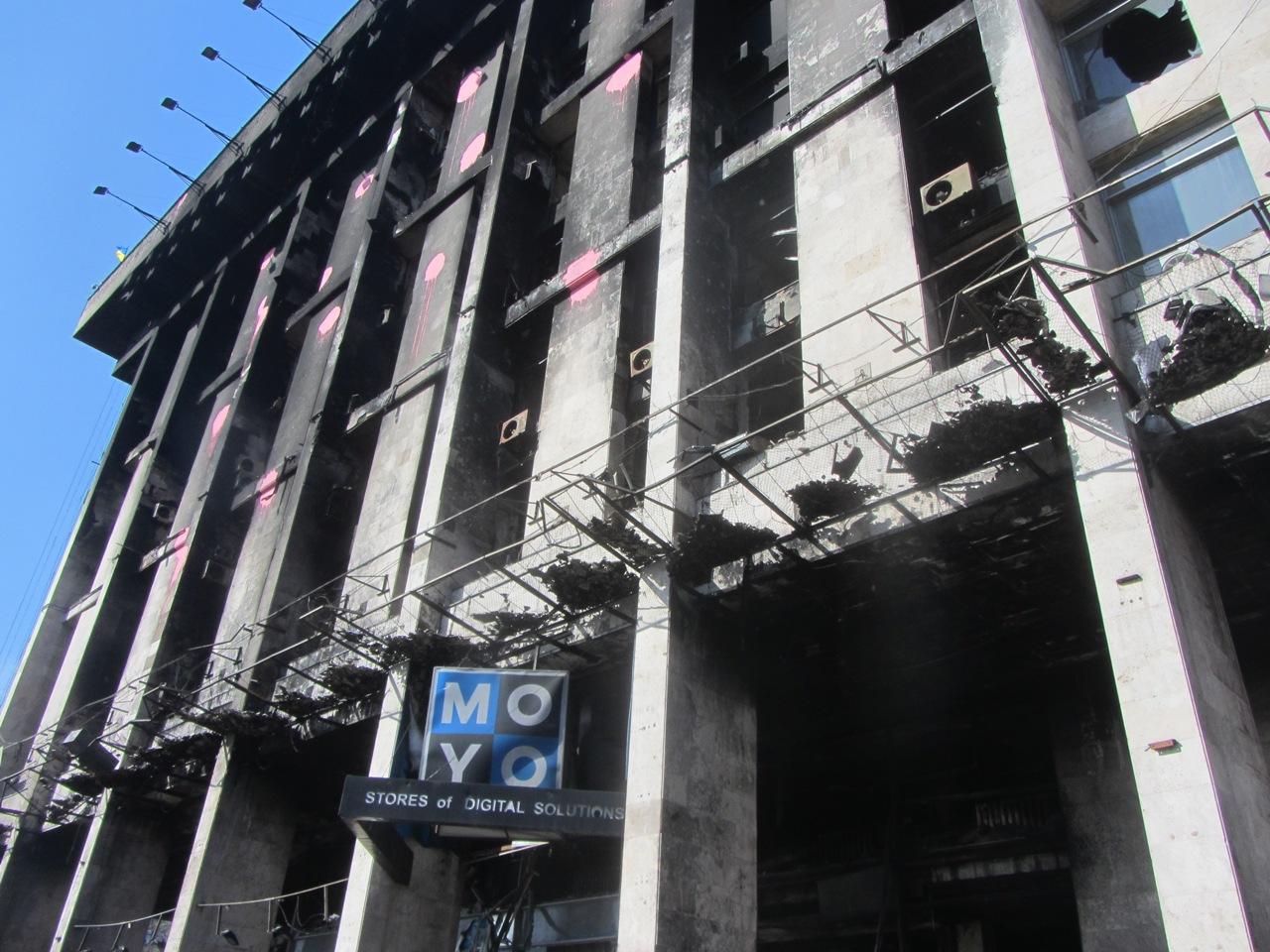 сгоревшее здание на евромайдане