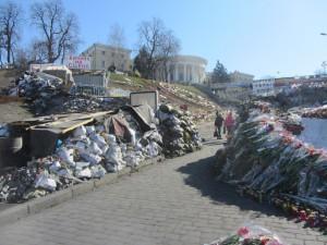 flowers in honor of the fallen heroes of Kiev