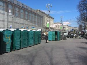как выглядят туалеты на майдане