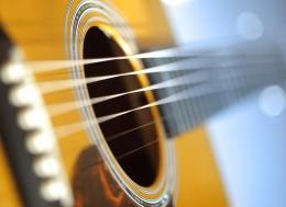 Классическая акустическая гитара, Опыт и советы по выбору, Гитара полуакустическая,