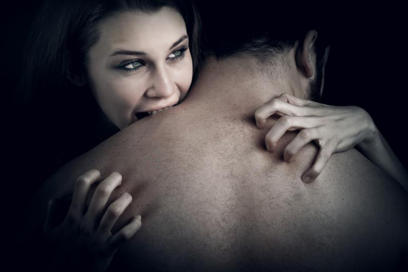Секс девочка сверху партнера