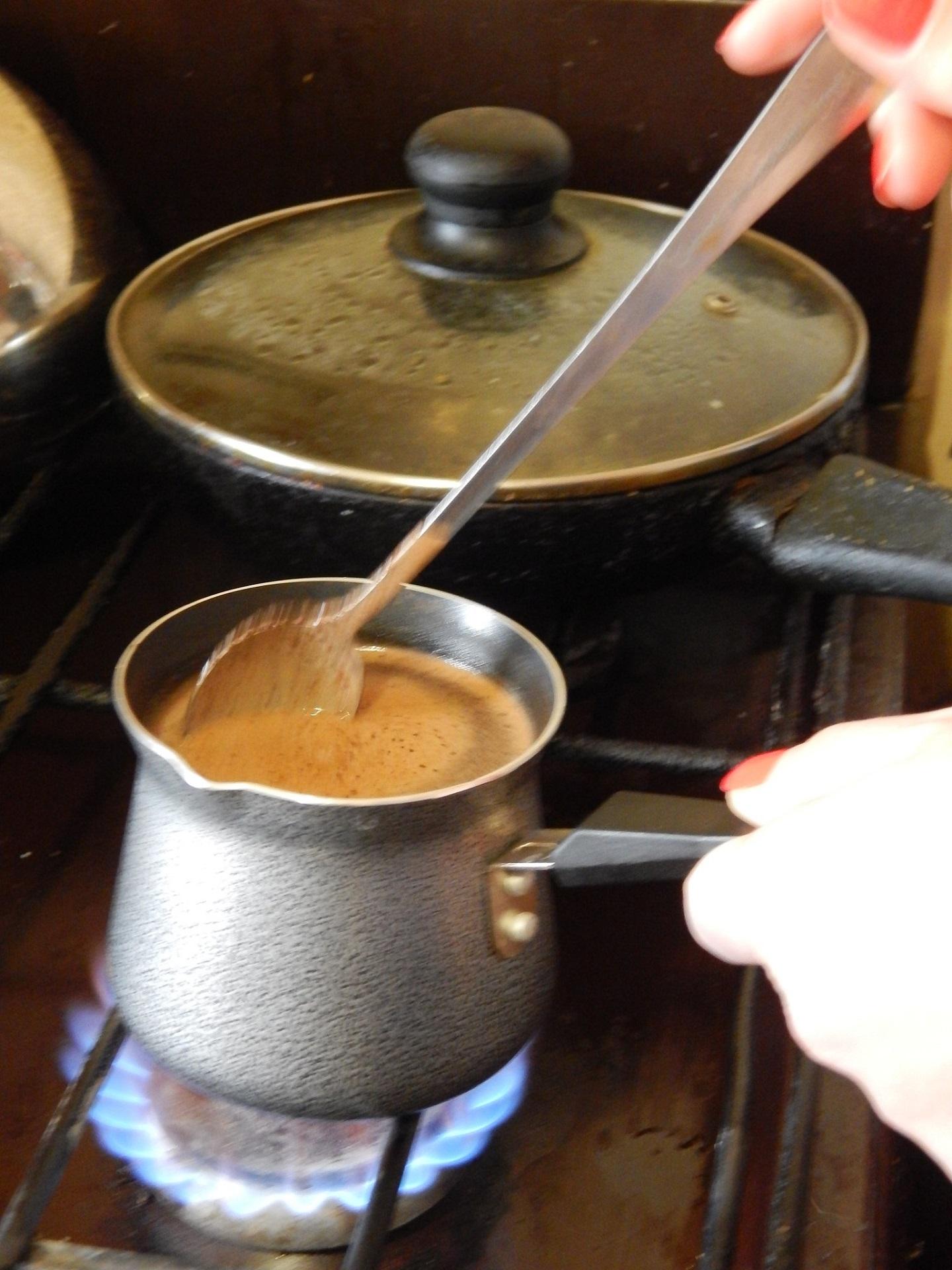 свежемолотый кофе в турке