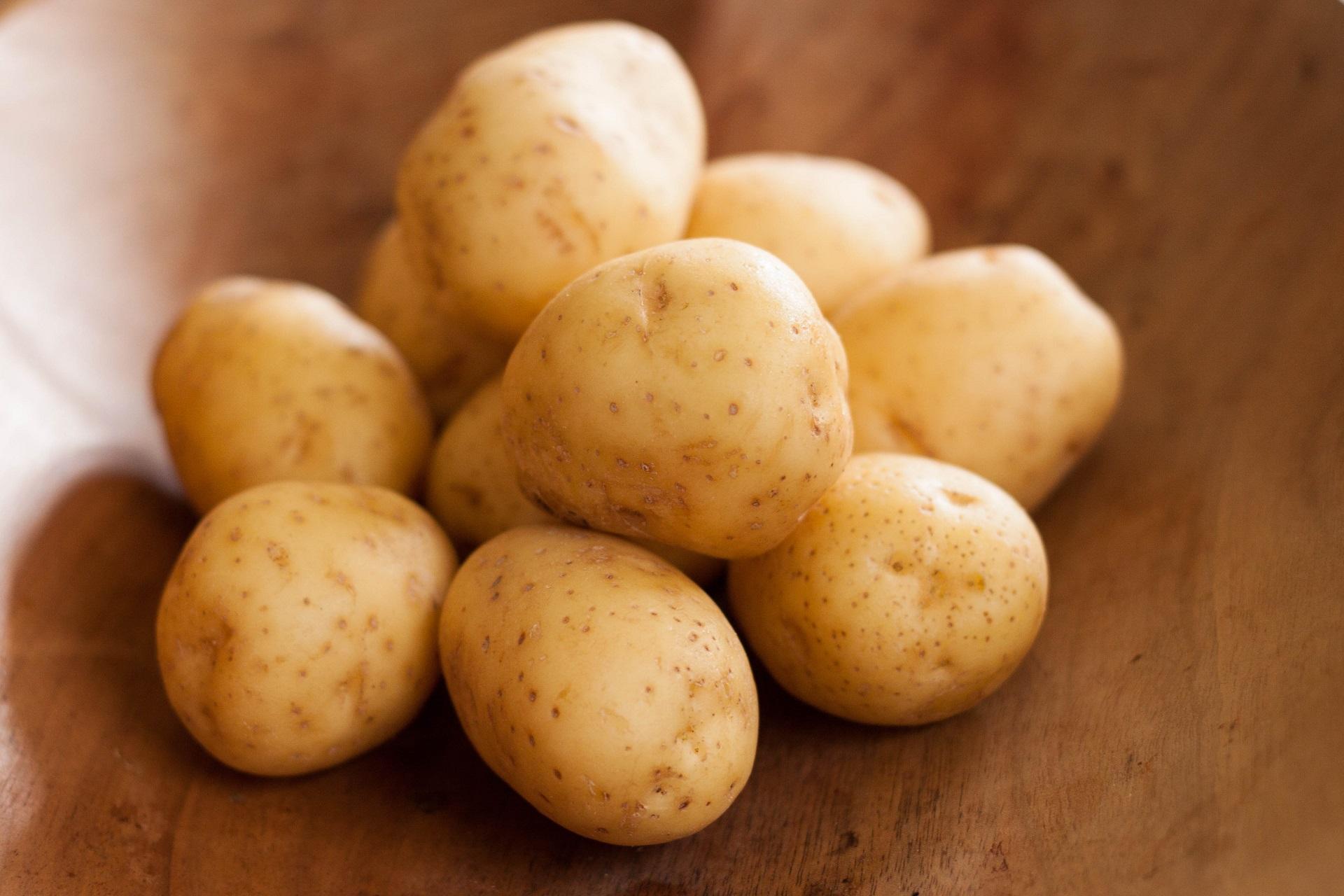 Почему же сырой картофель так невероятно полезен для кожи