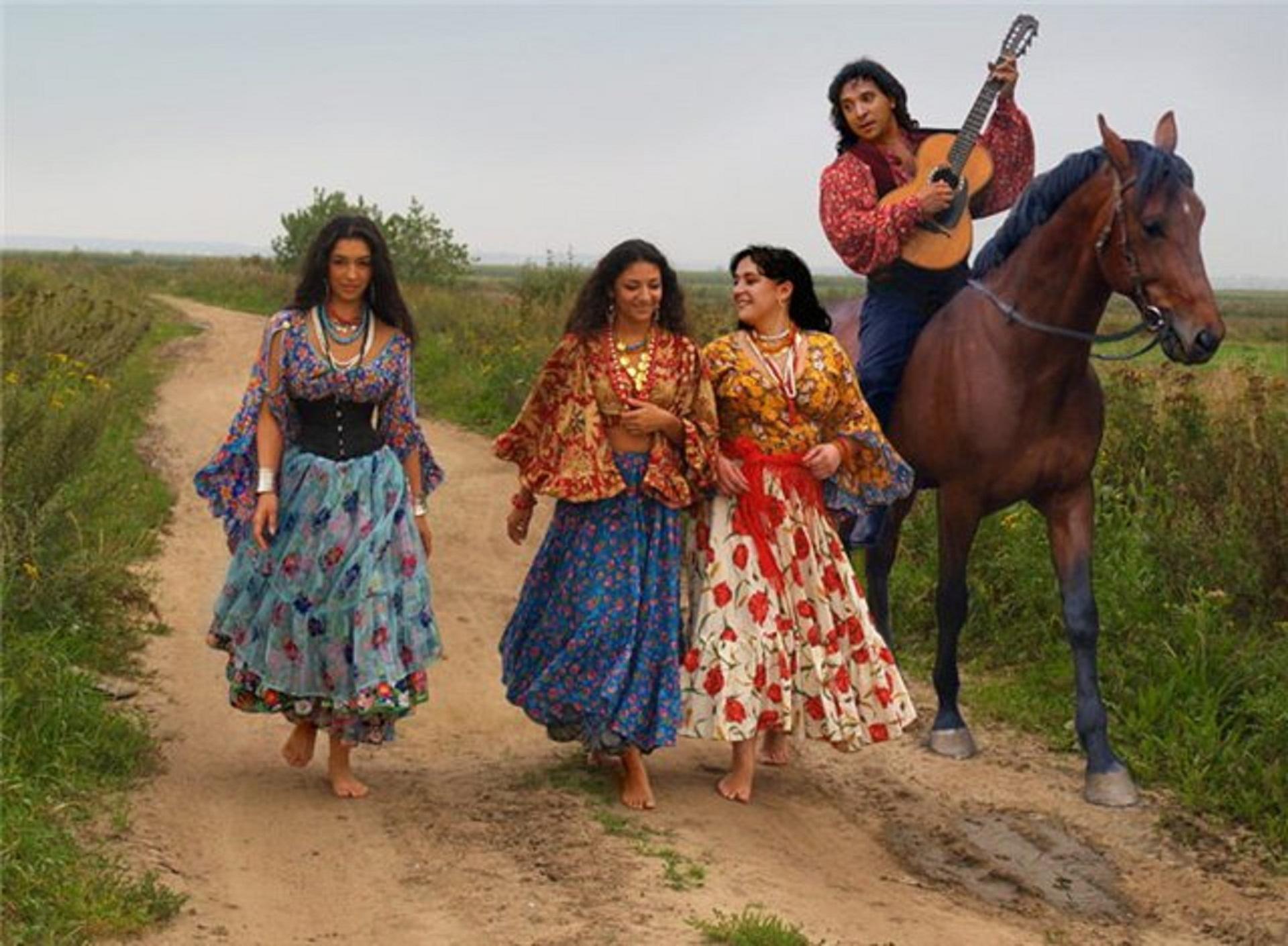 Цыганский стиль в одежде  дух странствий   Портал Обучения .. 76ff87acd8a