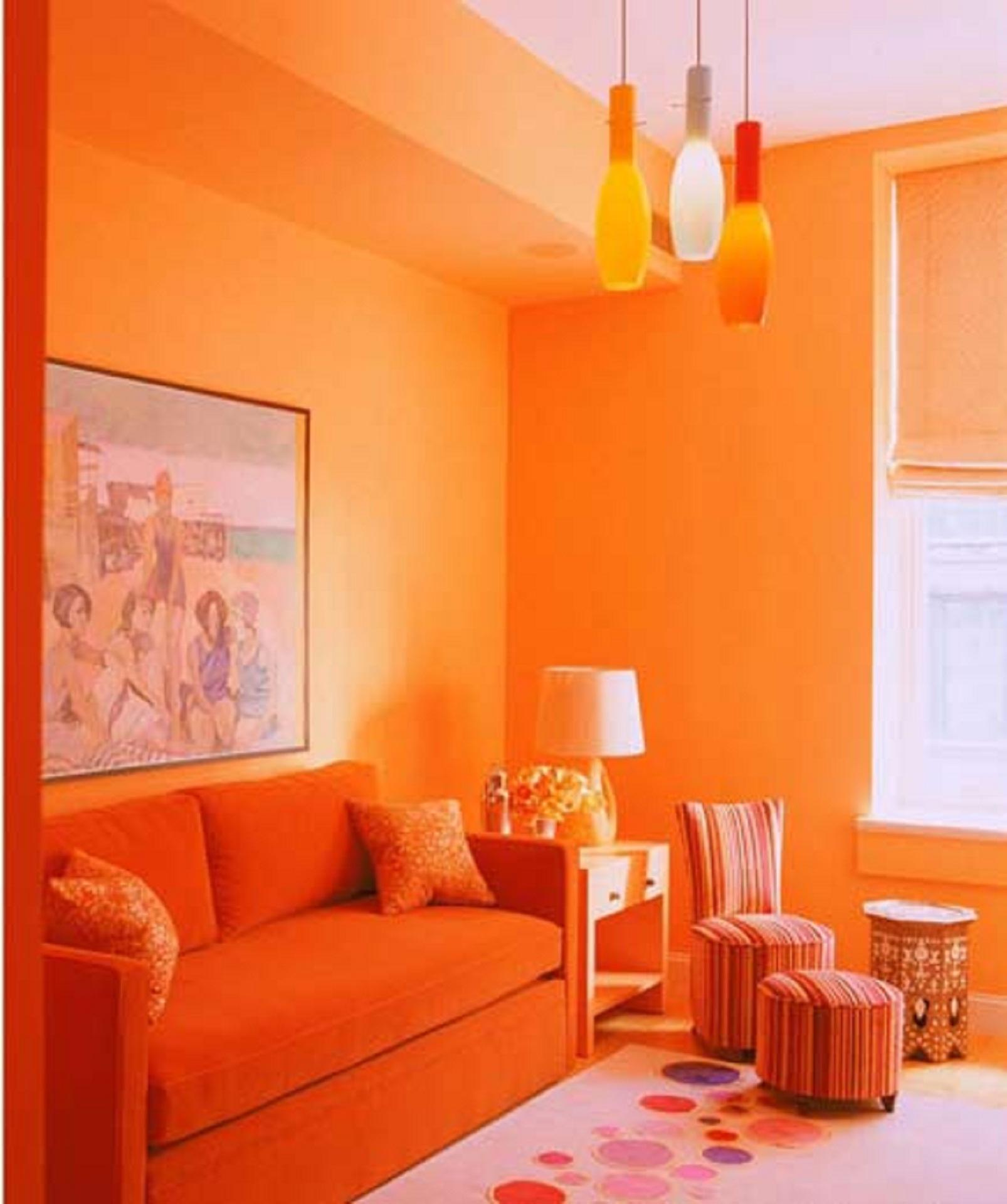 Сочный оранжевый цвет в однотонной гостиной - все о гостиной.