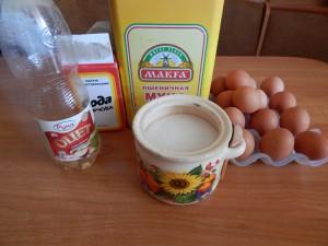 как испечь бисквитный торт, тесто для бисквита, как выпекать бисквитный корж, начинка для бисквитного торта, клубничная пропитка, лимонный крем для бисквита, украшение на торт из мастики