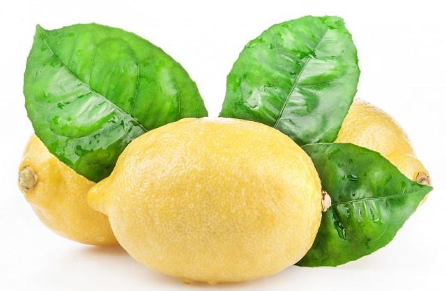 В чем польза воды с лимоном натощак, Можно ли похудеть с помощью воды с лимоном, Рецепт приготовления, Вредные свойства и противопоказания воды с лимоном,