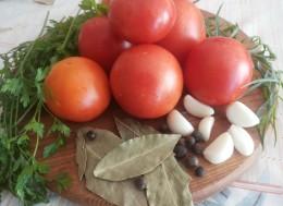 Помидоры маринованные с чесноком и специями на зиму, Пошаговый рецепт с фото мариновки помидор с чесноком