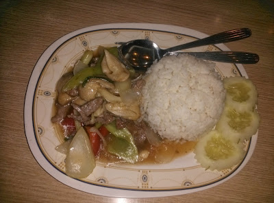цены на еду на Пхукете, как недорого поесть на Пхукете, питание в Таиланде, особенности тайской кухни, как на Пхукете экономить на еде, экзотическая тайская кухня, цены на блюда тайской кухни в фуд-кортах Пхукета, маленькие тайские кафе, питаться во всем Таиланде, еда в Таиланде, фрукты в Таиланде, в магазинах Таиланда