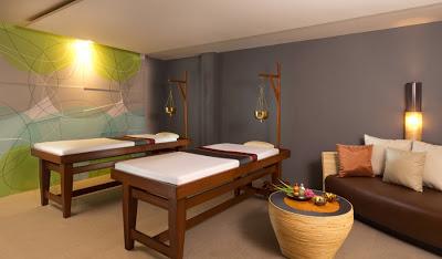 масаж в Таиланде, Таиланд и тайский массаж, стоит ли соглашаться на сеансы массажа находясь в Таиланде, массажные салоны Таиланда, традиционный тайский массаж, уровень профессионализма персонала, тайский мастер массажа, массаж с маслами и ароматический массаж, массаж ног в тайских массажных салонах, тайский массаж горячими камнями, пилинг тела в тайских массажных салонах