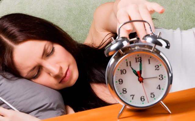 Как меньше спать и высыпаться, как выспаться за короткое время, почему мы не высыпаемся, сколько нужно спать, причины недосыпания, в одно и то же время вставать и ложиться спать, как наладить свой сон, за несколько часов до сна, если вы хотите высыпаться, как бороться с бессонницей, как лучше высыпаться,