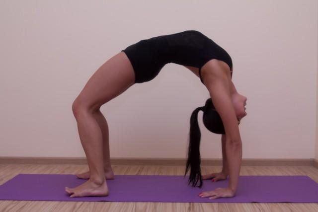 урдхва дханурасана, перевернутая поза лука, поза лука лицом вверх, urdhva-dhanurasna-upward-bow-pose