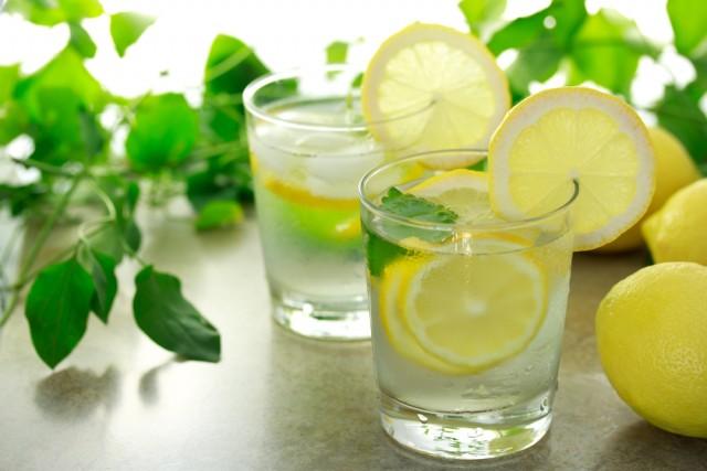 лимонная вода для похудения, лимонная диета, вода в организме человека, вода и ее жесткость, полезные свойства лимона, лимон и его свойства, вода и лимон, вода с лимоном для похудения, лимонная вода, с помощью лимона